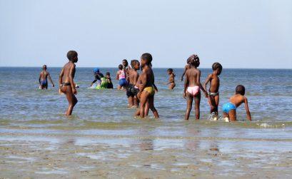 meninos-Moçambique