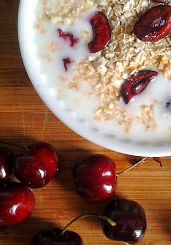 Alimentação saudável - aveia e frutos vermelhos