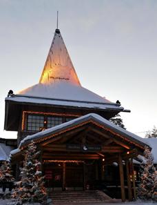 Casa com neve em Rovaniemi