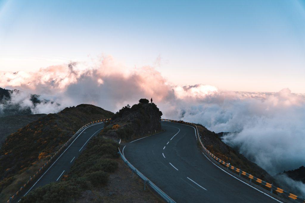 Estrada para o Pico do Arieiro na Madeira